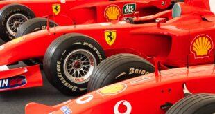 Pneu Bridgestone. Une voiture de F1 avec des pneus Bridgestone montés.